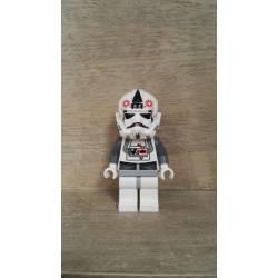 STAR WARS PILOTO AT-AT LEGO 2